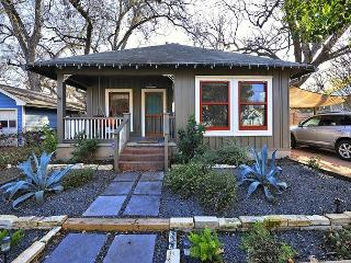 Artfully Eccentric in East Austin – Sleeps 6