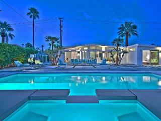 Palm Springs 2BR Stunner with Pool