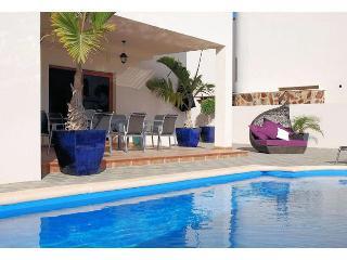 Villa Caletas Teguise Sleeps 6