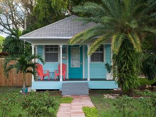 Audrey Place, Historic U.S. Coast Guard Cottage in Wilton Manors – Sleeps 2