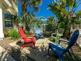 Beachy Village Walk Near Community Pool – 5 Minutes to Beach & Downtown