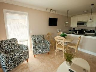 416 Ocean Dunes Villas - 2 Bedroom 2 Bathroom Oceanfront Flat, Hilton Head