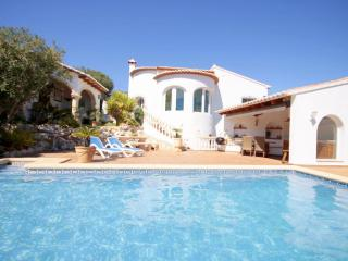 3 bedroom Villa with Pool and WiFi - 5047503