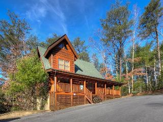 LUXURY CABIN WITH INDOOR/OUTDOOR POOL RESORT POOL IN FANTASTIC LOCATION!!
