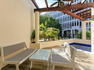 Luxury Studio +Private Pool +WIFI included great speed +Steps from Beach +5th