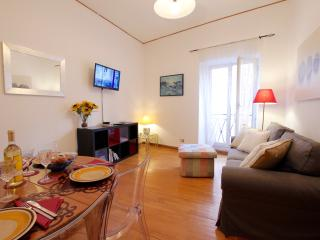 Pacis, cozy and modern near Spanish Steps, Rome