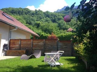 TALLOIRES - Maison au calme avec Jardin clos