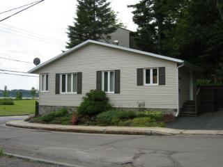 Maison en bordure du fleuve pres du Vieux Quebec.