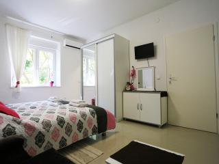 Central Square Apartment for 5, Zadar