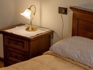 Camera da letto matrimoniale / doppia. A richiesta il letto matrimoniale diventa due singoli