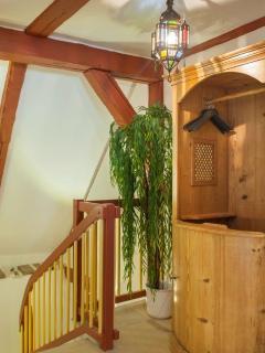 Die Garderobe im alten Beichtstuhl