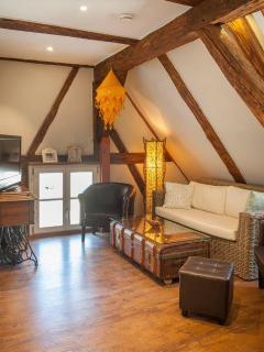 Wohnzhimmer mit Flat-TV und WLAN