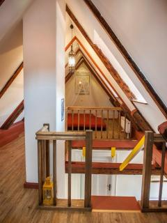 Schlafplatz für 2 Kinder im Spitzboden 160 x 200 cm Fouton