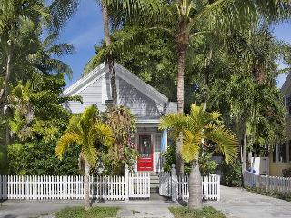 Southard Comfort - Historic Old Town and Seaport, Private Pool & Parking, Key West