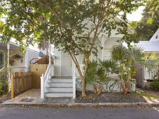 Angelfish Cottage: Historic Old Town - sleeps up to 4 - Lovely Quiet Lane, Key West