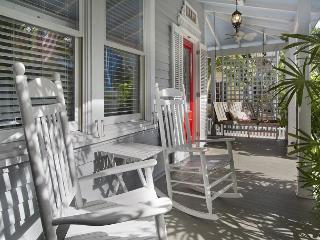 Southard Comfort: Historic Old Town and Seaport, Private Pool & Parking, Key West