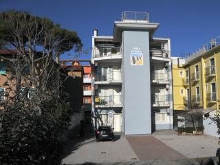 palazzina frontemare composta da vari appartamenti