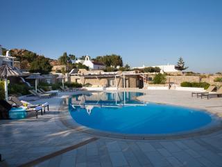 EL MAR Estate - Villa Melanella (4 BR), Plintri