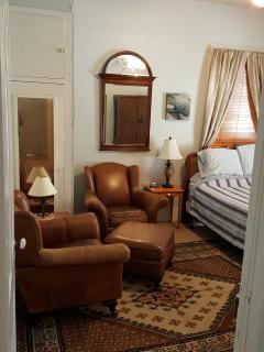Back bedroom, Queen bed