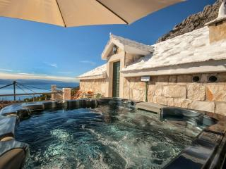 Romantic stone house TONIA with jaccuzzi & seaview, Brela