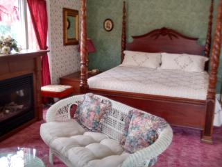King (Honeymoon Suite) Andrea's Bed and Breakfast, Niagara Falls