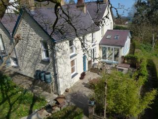 4 Star Luxury period holiday cottage behind beach, Aberporth