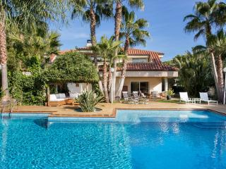 VILLA ANNA CLOSE TO BEACHES AND GOLF, Sitges