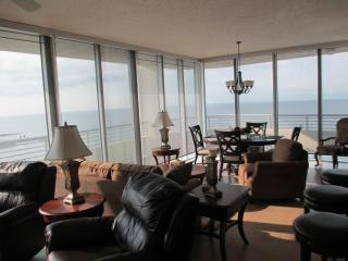 Luxury Beach Front 2 Bedroom 2 Bathroom Condo on Biloxi Beach