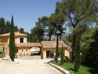 Holiday rental Villas Aix En Provence (Bouches-du-Rhone), 450 m2, 6 500 €