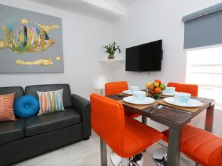 COZY NEW 1BED IN CHARMING SPANISH, Miami Beach