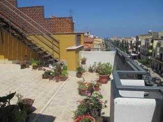 Studio flat with furnished terrace, Cinisi