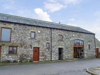 LONSDALE VIEW, stone-built barn conversion, flexible sleeping arrangements, pet-friendly, great walking nearby, in Lupton, Ref 13781