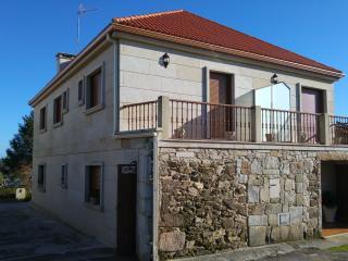 Alquilo casa, situada a 3 km de la playa.