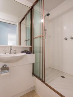 Newly refurbished ensuite bathroom in this four bedroom Melbourne apartment near St Kilda Road