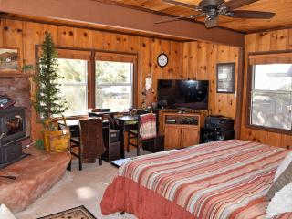 Sweet Serenity: Walk to Hiking Trails! WiFi! BBQ!, Big Bear Lake