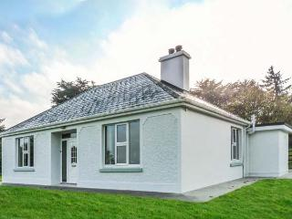 FARM VIEW COTTAGE, detached, open fire, multi-fuel stove, WiFi, private garden,