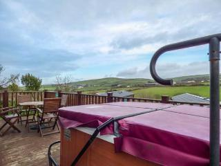 CHI PRENN BYHAN, WiFi, hot tub, great views, Tintagel, Ref 929561