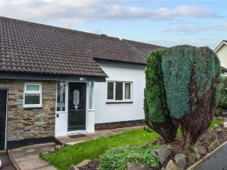 PALM TREE HOUSE, modern, detached, Sky TV, WiFi, one mile from beach and town centre, Teignmouth, Ref 932166