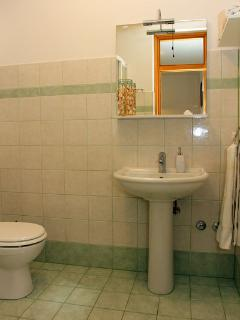 A2 mali(4): bathroom with toilet