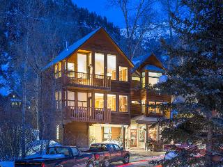 Your winter wonderland - Cozy condo with private deck - Powder Daze at Cornet Creek, Telluride