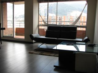 Near Unicentro. 3 Bed, 2 Bath. Balcony, Pool, Gym.