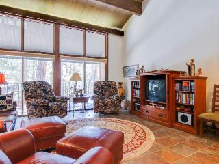 Spacious, high-end 2-story condo close to town & slopes with shared pool!, Durango Mountain