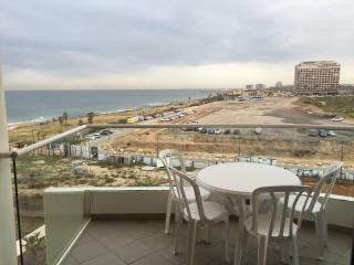 Luxury 2 room apt on the tzuk beach TLV west hotel, Tel Aviv