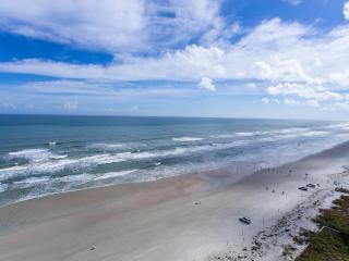 HUGE LUXURY OCEANFRONT CONDO!!! Stunning Views..., Daytona Beach