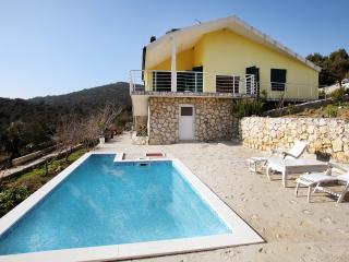 3 Bedroom Villa with Heated Pool 30% off August