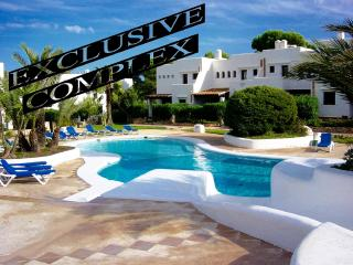 HOUSE IN LUXURY COMPLEX, POOLS, CLIMATE, WIFI, BBQ, Cala d'Or