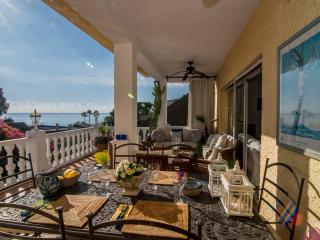 Escape to your Private Sunny Villa with Pool&Beach, Estepona