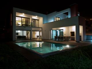 Luxury Villa with heated pool for up to 8 people, Ponta do Sol