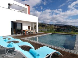 Luxury Villa with heated pool for up to 8 people