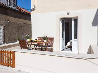 Maricol - One Bedroom Apartment with Terrace